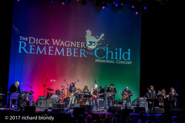 band-onstage-with-mark-farner-201743B1021A-FD23-7BE2-984D-AD52C465D06C.jpg